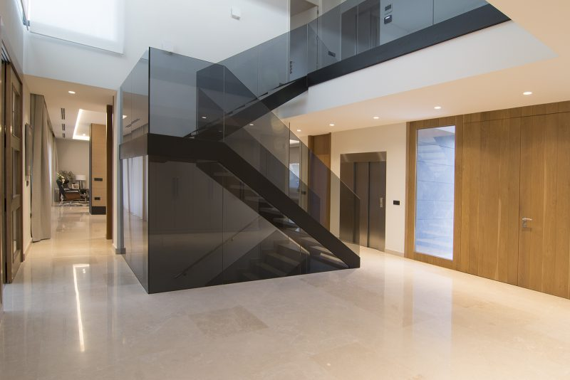 Escalera cristal vivienda