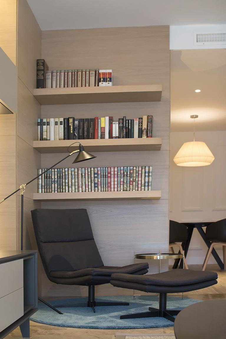 Zona de lectura del salón.